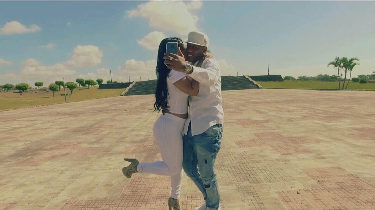 Super Kenny - Como le Hago (Video Oficial)