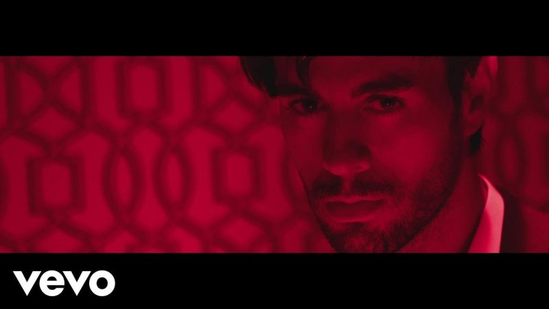 Enrique Iglesias ft Bad Bunny - El Baño (Video Oficial)